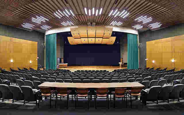 60506de54ce65-uofrauditorium1-1.jpg