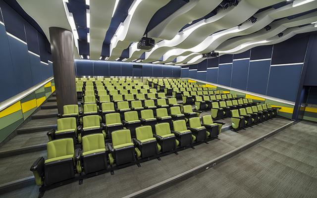 60506de3f3cb5-int-design-fcc-lecture-theatre-1.jpg